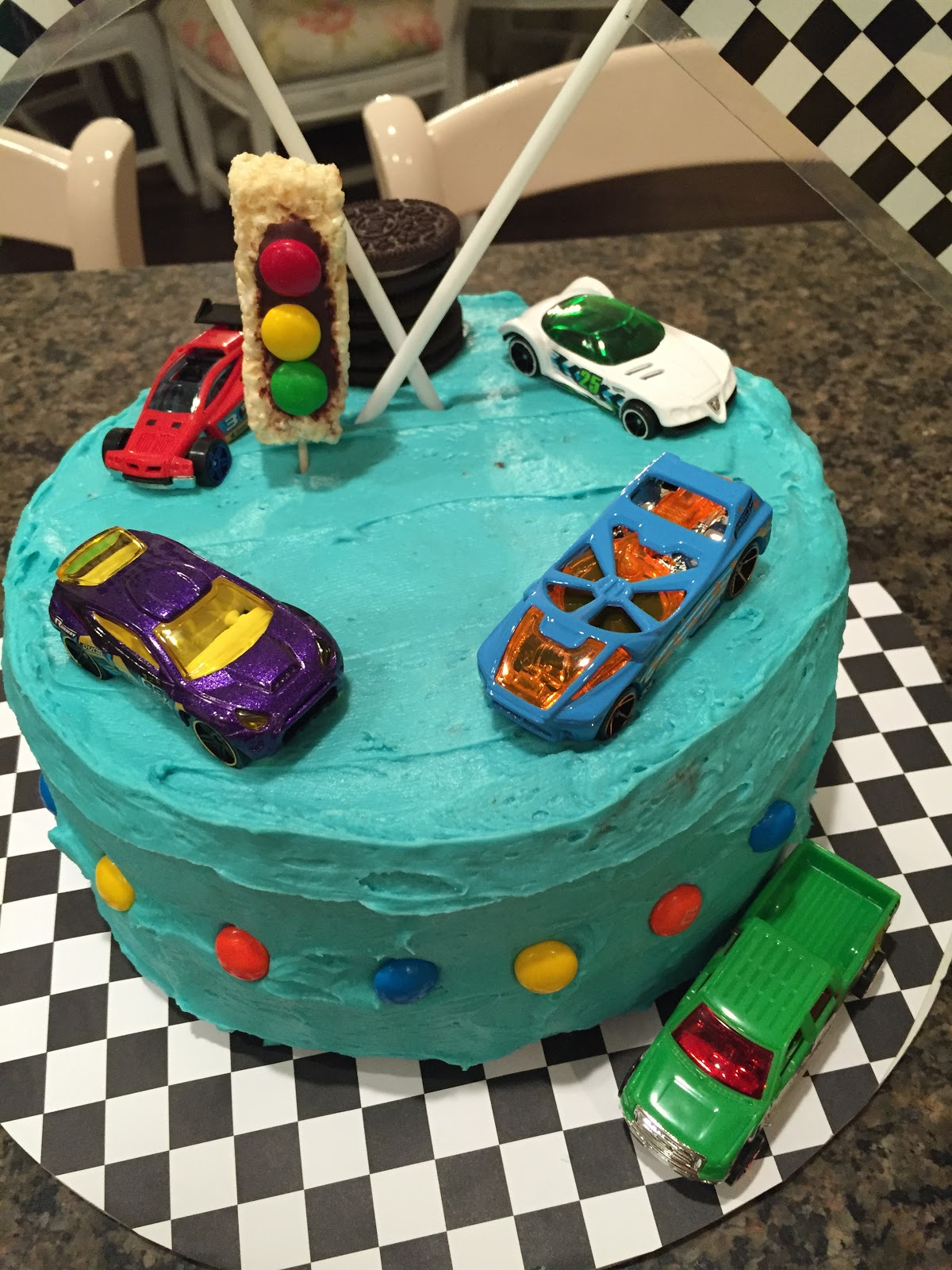 Hot wheels race track cake, The Style Sisters, Hot Wheels car cake