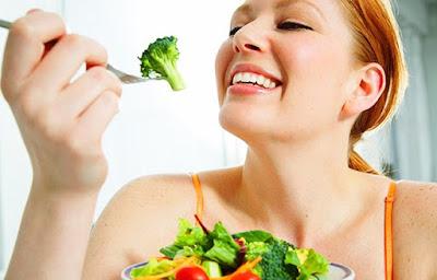 Tăng cường ăn rau xanh giúp bạn có làn da trắng mịn như mơ ước