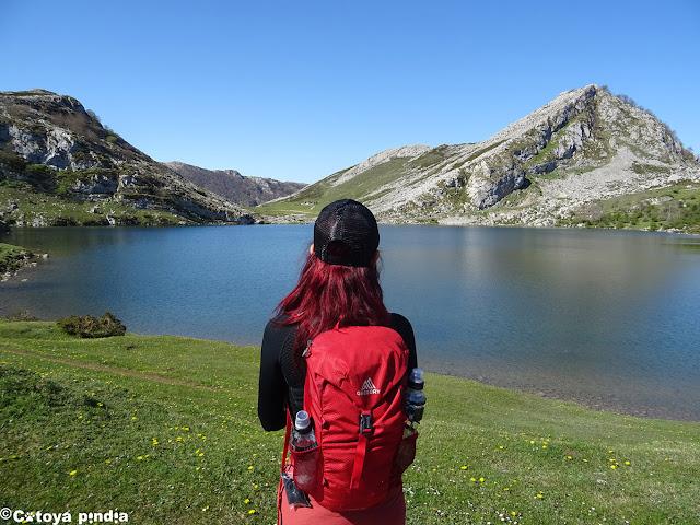 Junto al Lago Enol en Covadonga.
