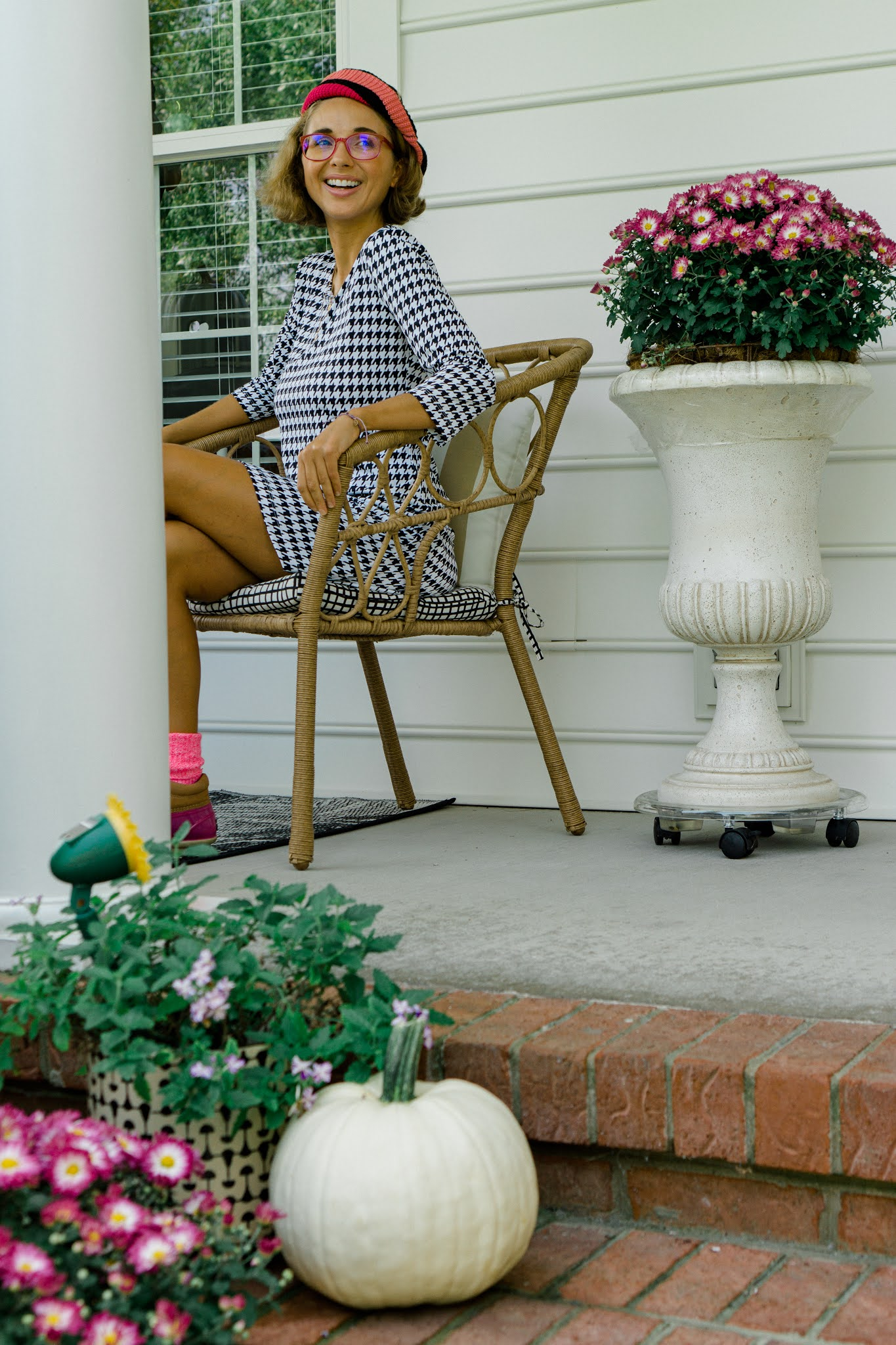 How to decorate your front porch for fall with pumpkins and mums