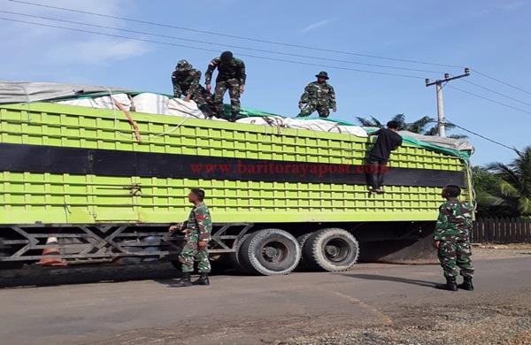Satgas Pamtas RI-Malaysia Yonif Raider 600/Modang Amankan Truk Bermuatan Ilegal