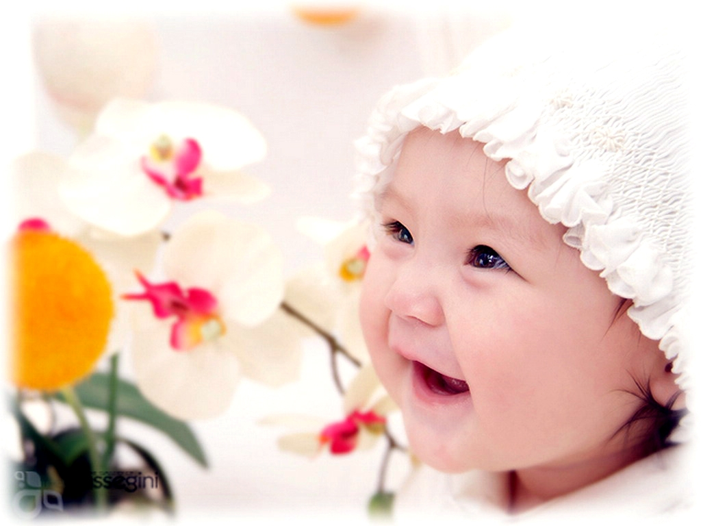 Cute Baby Smile Hd Wallpapers Pics Download: Cute Baby Wallpaper