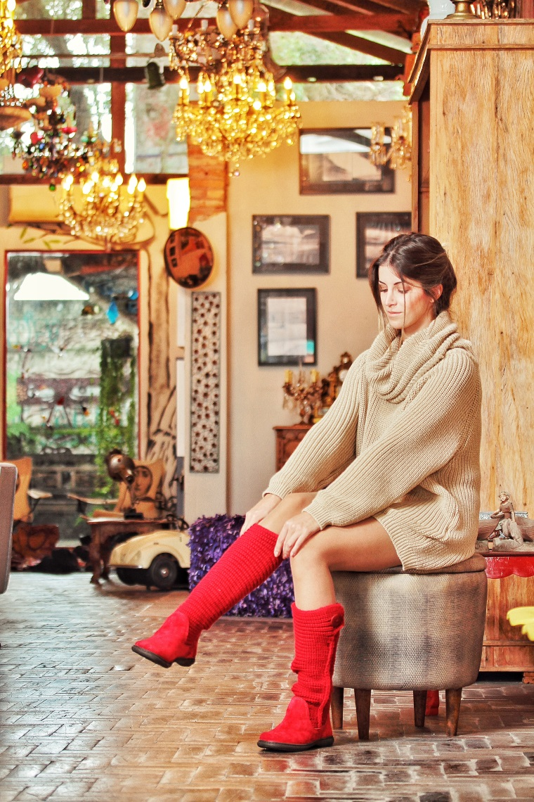 """738ec9438 Três anos antes do boom da Ugg, em 2007, a designer Andreia Nunes descobriu  a bota em uma viagem a Nova Iorque e se apaixonou. """"Era julho, verão, e por  isso ..."""
