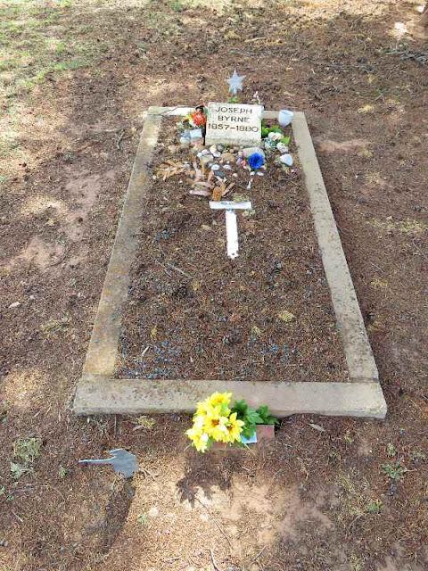 Joe Byrne's grave