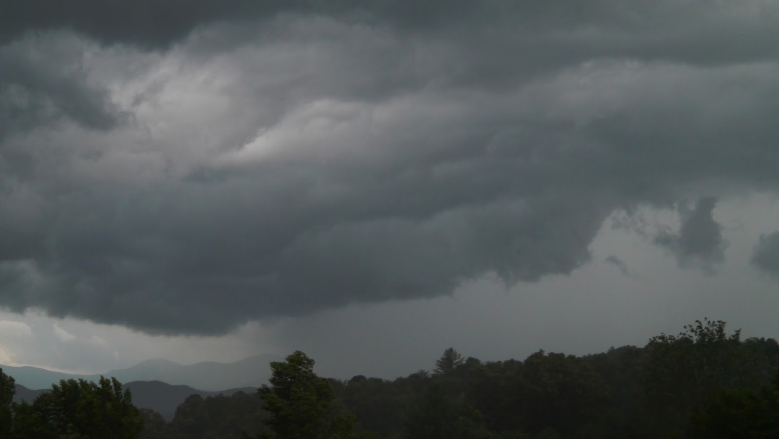 Thunderstorm moves through Macon County