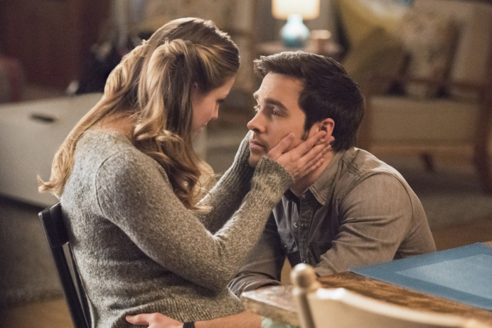 Are kara and mon el dating in real life