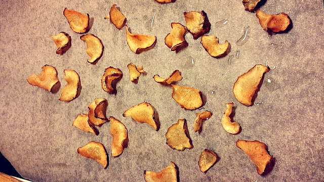 Jerusalem artichoke chips right from the oven