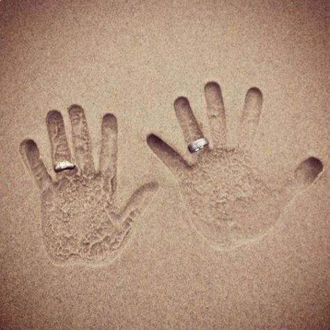 Fotos criativas de casal lua de mel praia