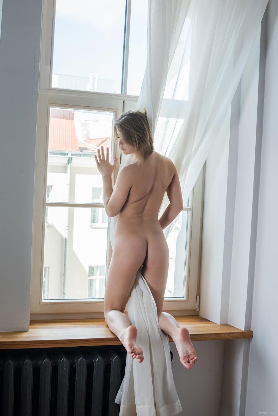 [EroticBeauty] Yelena - Showing Off