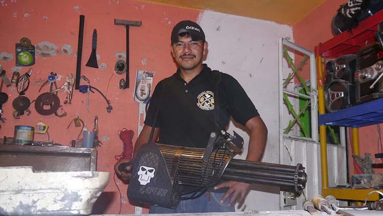 Reynol, el policía comunitario que inventa y fabrica armas se encuentra desaparecido