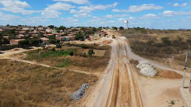 Prefeitura de Caraúbas inicia pavimentação na rua Nero Nazareno no Alto da Liberdade