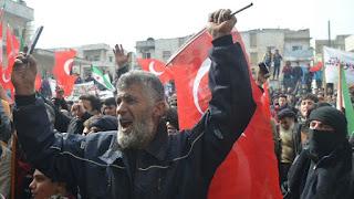 الآلاف يتظاهرون في إدلب دعما لتركيا وتنديدا بهجمات النظام