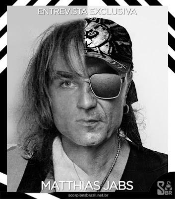 Montagem com a foto de Matthias Jabs, metade jovem, metade atual, em preto e branco.