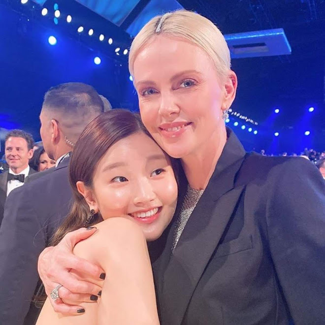Park So-dam on Social Media : すっごーい ! !、あのシャーリーズ・セロンにハグしてもらった ! ! と大感激のパク・ソダムたん ! !
