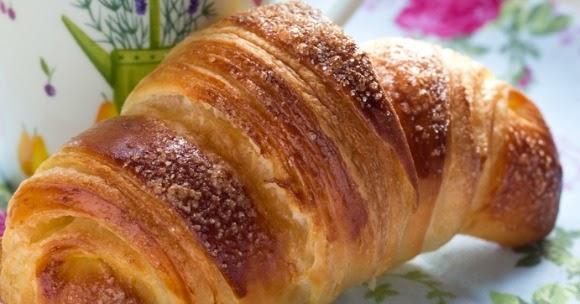 Cornetti sfogliati come al bar: il Regalo più bello è la colazione a casa!