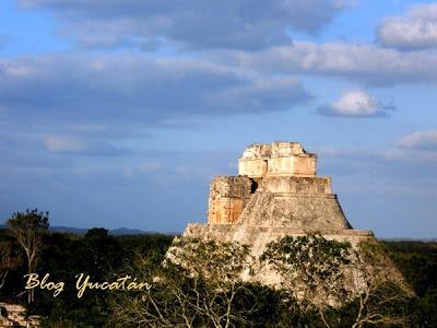 Piramide Adivino Maya Uxmal  Yucatan