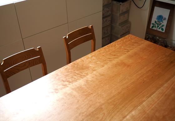 チェリー無垢の木のダイニングテーブル