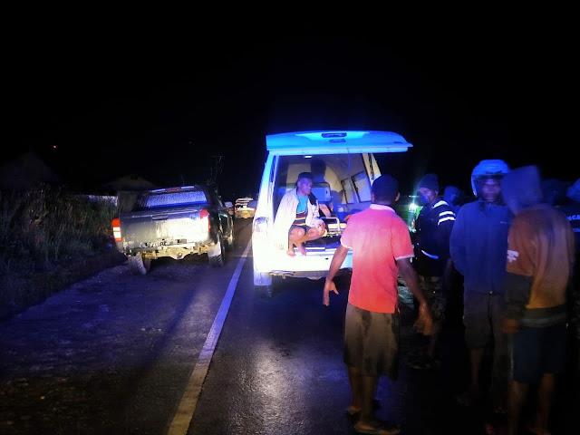 "WAMENA, LELEMUKU.COM - Warga di Kompleks Sinakma, digegerkan dengan penemuan jasad seorang pria di sekolah SMP YPPGI ANIGOU Wamena, Kabupaten Jayawijaya, Provinsi Papua pada Senin (26/07/2021) pukul malam Wakapolres Jayawijaya Kompol Ridwan, SH, MH saat dikonfirmasi membenarkan hal tersebut, Ia menyatakan bahwa korban diketahui bernama Jerimake Yelipele (60) asal Kampung Yelai, Distrik Walaik, Kabupaten Jayawijaya. Ridwan menjelaskan bahwa, ketika pihaknya mendapat laporan dari masyarakat, personel kami langsung mendatangi TKP untuk melakukan olah TKP ""Untuk kondisi jenazah tidak ditemukan adanya tanda-tanda kekerasan pada tubuh almarhum korban sehingga kami langsung evakuasi ke RSUD Wamena,"" jelasnya. Lanjut Wakapolres, korban ditemukan dalam keadaan meninggal dunia dengan posisi tergeletak di samping komplek sekolah SMP YPPGI AMIGOU Wamena. Selanjutnya, pihak keluarga korban menyatakan tidak menginginkan dilakukan otopsi terhadap korban sehingga pihak Kepolisian membuat surat pernyataan dan menyerahkan jenazah ke pihak keluarga untuk dimakamkan. (Humaspolresjayawijaya)"