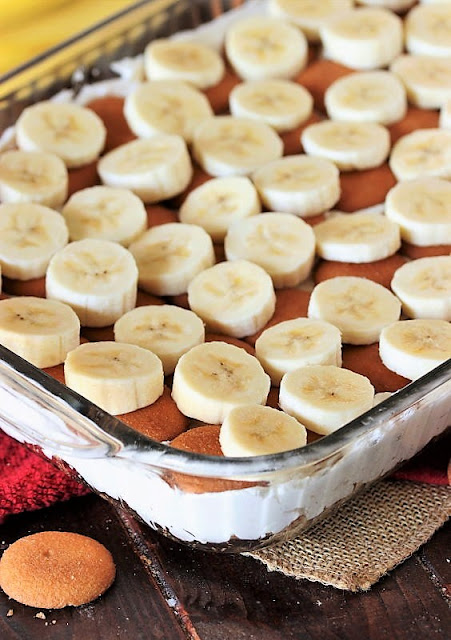 Adding Sliced Banana Layer to Make No-Bake Banana Pudding Yum Yum Image