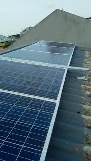 jasa pemasangan alat listrik tenaga surya energi matahari cocok untuk perumahan , perkantoran , sekolahan , warung makan , cafe restoran dan peternakan serta pertanian