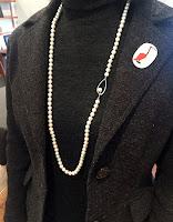リフォームしたロングパールネックレスを着けたところの写真