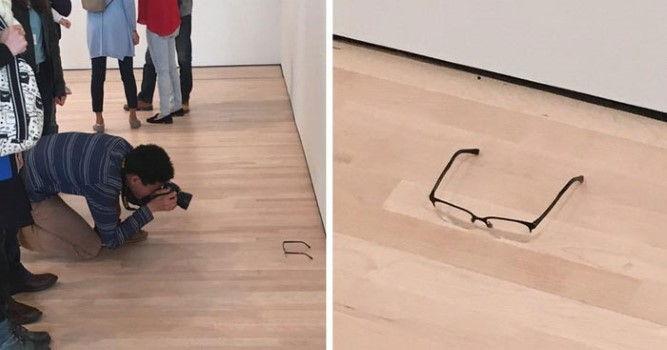 Очки, оставленные в музее
