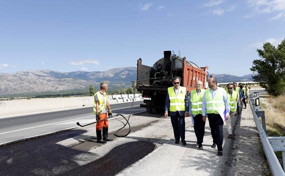 Obras de asfaltado en la M-862 en Soto del Real
