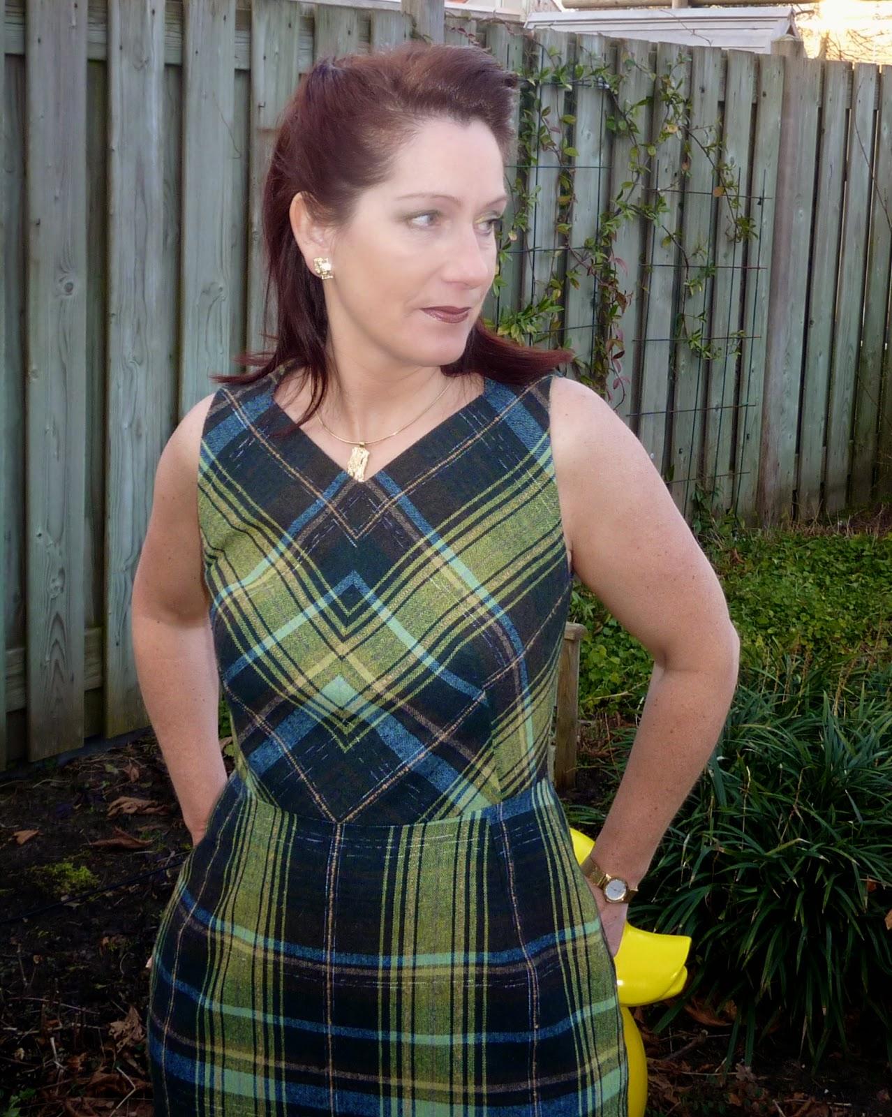 b88f8bf2352af5 Ik vond de kleuren van deze stof erg mooi en wilde er dan ook graag een  jurk van maken. Ik heb weer mijn eigen basispatroon voor gebruikt.