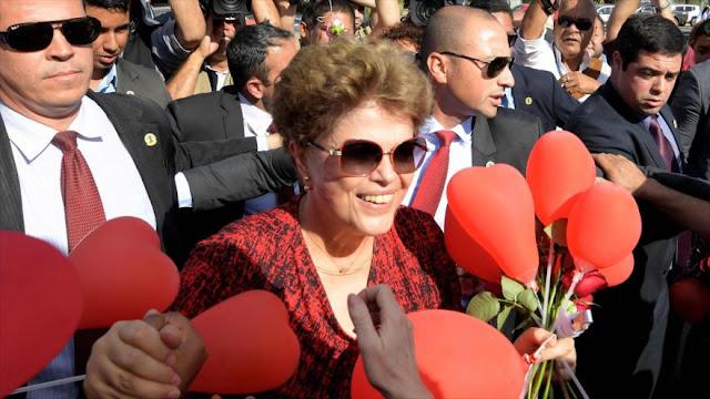 """Rousseff: Autores de mi destitución son """"la oligarquía brasileña"""""""