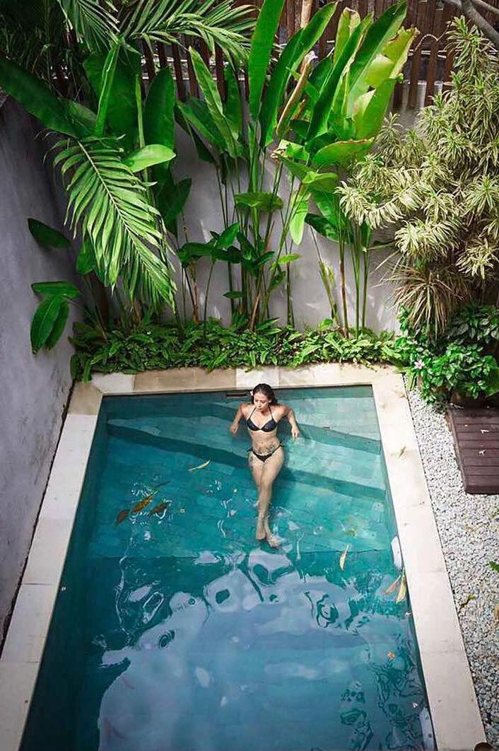 Krishna Shroff Shows off Fab Abs in Skimpy Bikini