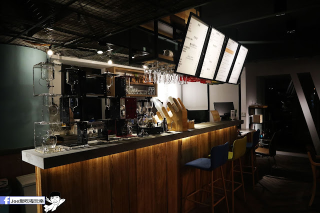 IMG 4539 - 熱血採訪│凱度高空咖啡館,隱藏在高樓大廈裡的夜景咖啡,百元有找,談生意、約會好地方