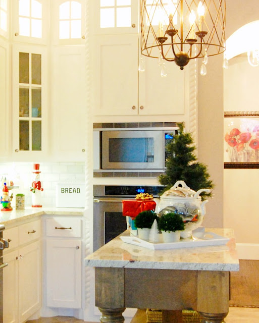 kitchen-country-island-rustic-decorated-Christmas-jemma