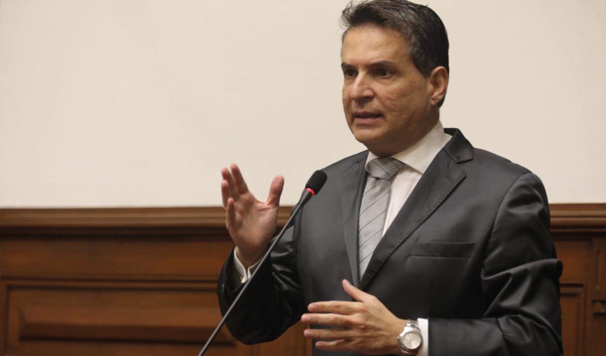 La Comisión de Constitución aprobó ley para eliminar el sueldo vitalicio de expresidentes