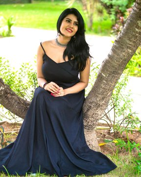 nivisha black dress photoshoot