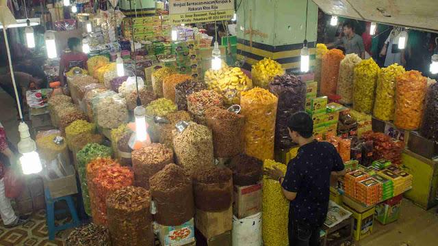 Berburu Kuliner di Pasar Bawah