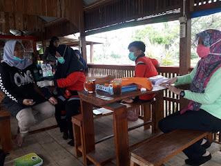 Tim Medis Puskesmas Labakkang Periksa Kesehatan Warga di Daerah Terpencil