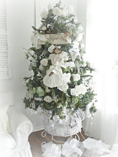 chic Christmas tree and decorations