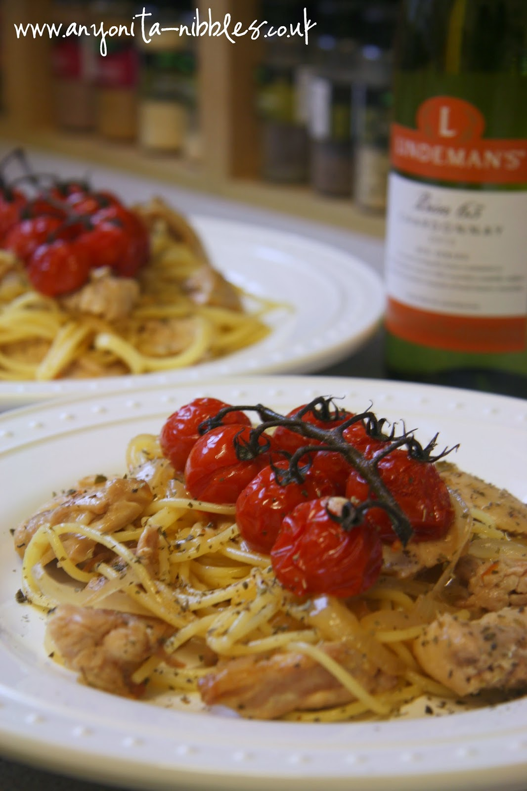 Blistered tomatoes with chicken, spaghetti and oregano from www.anyonita-nibbles.co.uk
