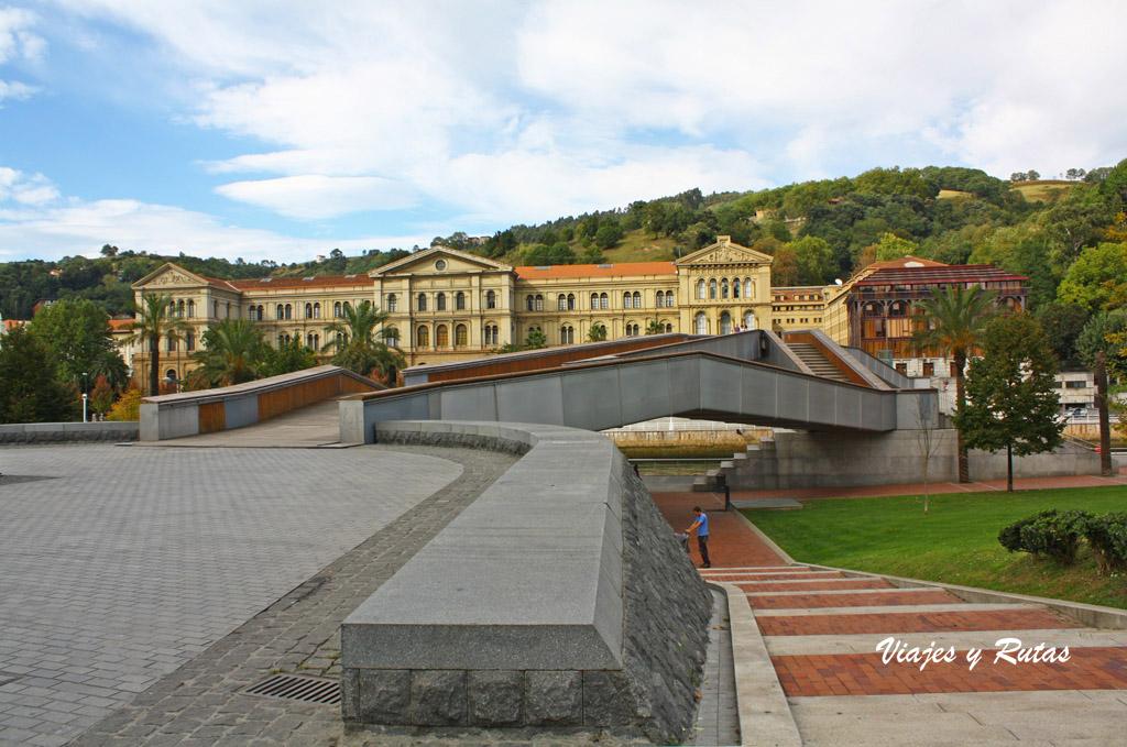 Universidad de Deusto y pasarela Arrupe de Bilbao