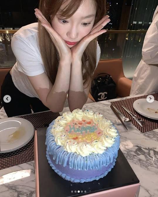 Taeyeon, erken kutladığı doğumgününden fotoğraflar paylaştı