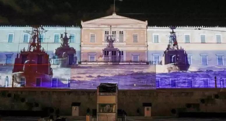 Οι «Διακοσμητικές» Ένοπλες Δυνάμεις  στην πρόσοψη της Βουλής: βίντεο