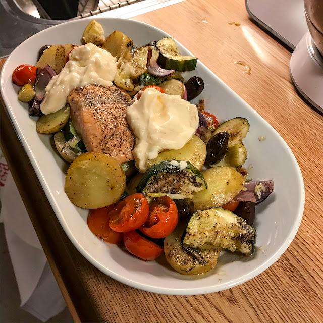 ugnsbakadfisk, rostadegrönsaker