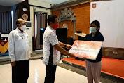 Sebanyak 51.427 Bantuan Diserahkan Bupati Gede Dana Ke Masyarakat, Berikut Rinciannya