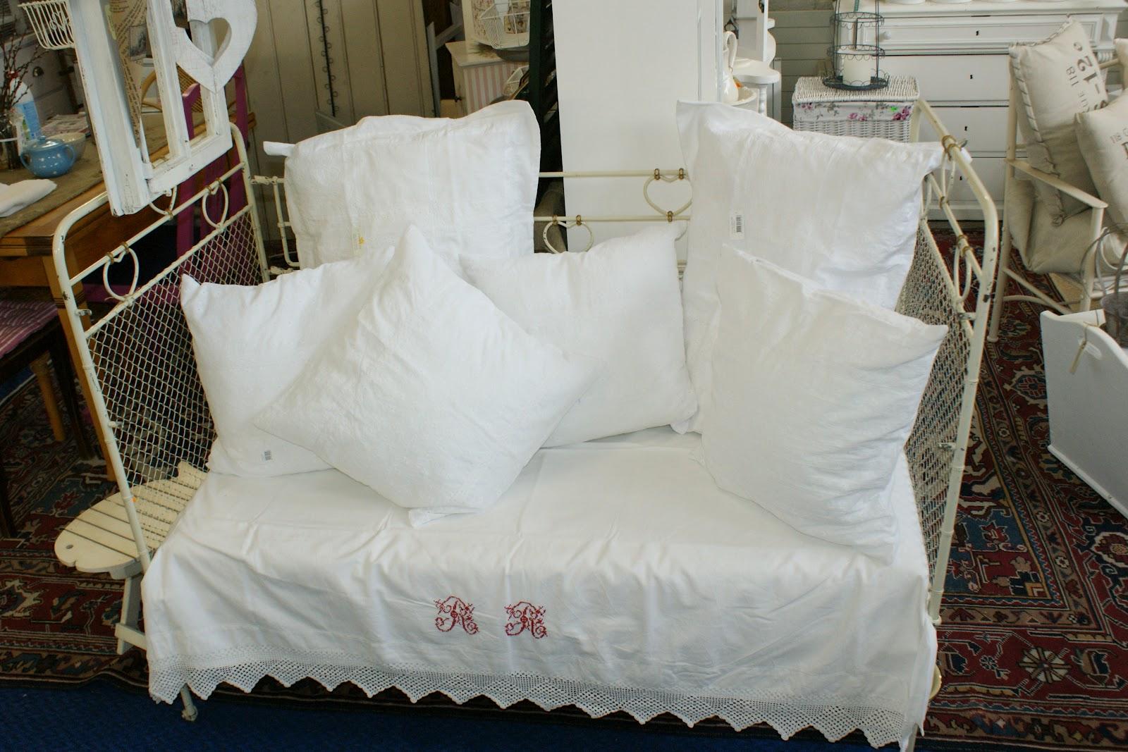 willy 39 s shabby chic schaffhausen mega herziges altes eisenkinderbett. Black Bedroom Furniture Sets. Home Design Ideas