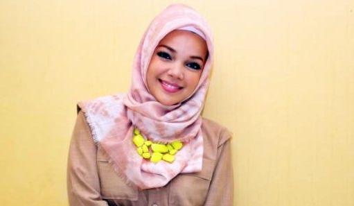 Hijab Hana ala Dewi Sandra