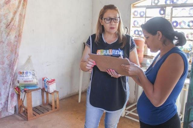 Anápolis: Famílias recebem cestas básicas