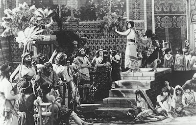 Intolerance by D. W. Griffith film scene depicting Babylon / Η Βαβυλώνα στην ταινία Μισαλλοδοξία του Ντέιβιντ Γκρίφιθ