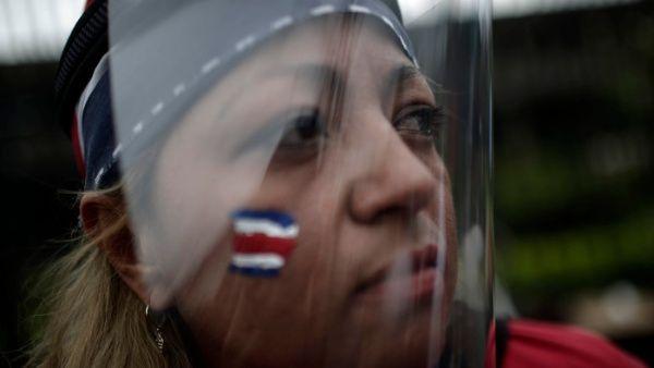 Costa Rica aprueba ley para castigar el acoso sexual callejero