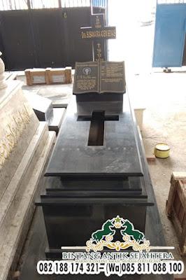 Makam Katolik Granit, Perjamuan Kudus Granit