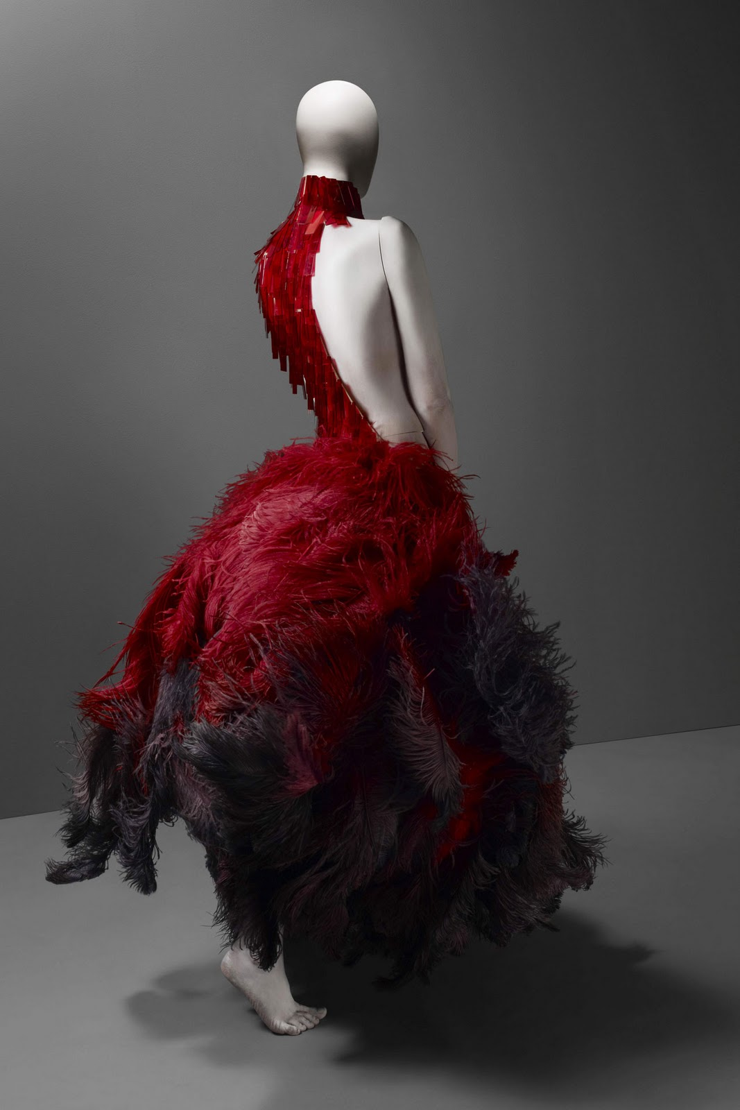 Alexander Mcqueen Resort 2019 Fashion Show: Bizarre: ALEXANDER McQUEEN: SAVAGE BEAUTY
